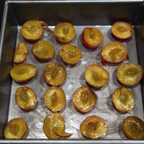 plums-in-a-pan